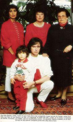 Camio Sesto con su hijo Camilo, su madre Joaquina, su hermana Chelo y Lourdes  (madre de su hijo)