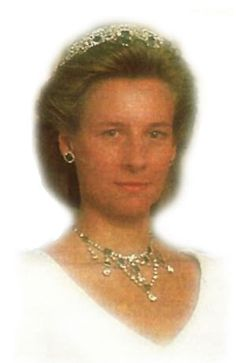 The Duchess of Gloucester, wife of the Duke of Gloucester, wearing the Gloucester Emerald Tiara, United Kingdom (1935; emeralds, diamonds).
