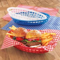 Baskets and liners, wonderful for a picnic Gingham Burger Basket Liners: Sur LaTable Farm Party, Bbq Party, Burger Party, Outdoor Dinnerware, Picnic Birthday, 2nd Birthday, Birthday Ideas, Hot Dog Bar, 50s Diner