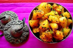 Foodie in Bhimtal : Seems quite mouthwatering  Doesn't it? It's Aaloo Gutka. It's one of the popular cuisines in Bhimtal.