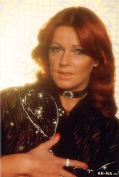 Great pic of Frida. Stockholm, Frida Abba, Divas, Catherine Bach, Glam And Glitter, Singing Career, Great Pic, Sexy Older Women, Popular Music