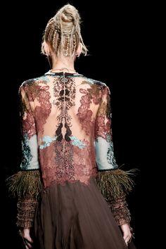 Valentino Spring 2016 Ready-to-Wear Collection Photos - Vogue