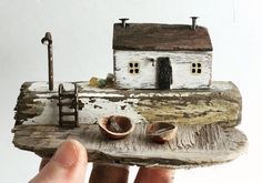 I love the little nutshell boats. Small Wooden House, Wooden Cottage, Driftwood Sculpture, Driftwood Art, Putz Houses, Wood Houses, Driftwood Projects, Wood Scraps, House Ornaments