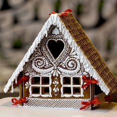 Gingerbread House Template, Cool Gingerbread Houses, Gingerbread House Designs, Gingerbread Decorations, Christmas Gingerbread House, Christmas Treats, Christmas Baking, Gingerbread Cookies, Christmas Cookies