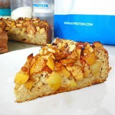 Moučník nemusí mít jen prázdné kalorie. Stačí místo mouky použít ovesné vločky, přidat jablka a upéct sladkou dobrotu plnou vlákniny. A když část vloček nahradíte proteinovým práškem, výsledný koláč zapadne dobře i do vašeho fitness zdravého jídelníčku.