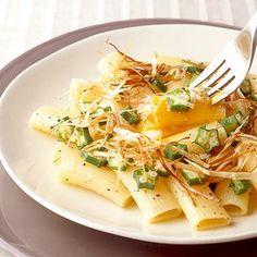 オクラと温泉卵のリガトーニ | 佐竹弘さんのパスタの料理レシピ | プロの簡単料理レシピはレタスクラブネット