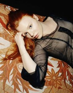 I love Lauren Ambrose. Also, she has awesome hair. Lauren Ambrose, Pretty People, Beautiful People, Natural Red Hair, Love Lauren, Fire Hair, Gorgeous Redhead, Brunette To Blonde, Ginger Hair