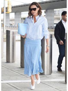 ケンダル・ジェンナーやカーリー・クロスに続いて、ヴィクトリア・ベッカムもストライプシャツにお熱。知的なスマートウーマンを印象付ける着こなし例をウォッチ。 Ibiza Fashion, Office Fashion, Fashion Beauty, Fashion Looks, Work Fashion, Casual Work Outfits, Chic Outfits, Fashion Outfits, Womens Fashion