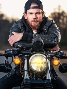 How to Easily Turn Headlights on in Photoshop - Harley Davidson, Choppers and more - Motorcycle Couple, Motorcycle Men, Motorcycle Style, Motorbike Photos, Photoshop Tutorial, Photoshop Actions, Biker Photoshoot, Harley Davidson, Photography Poses