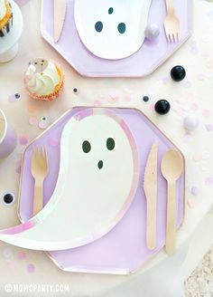 Too cute to spook! A pastel Halloween table filled with adorable Halloween party supplies with ghost design! Check out momoparty.com for more! #halloweenparty #pinkhalloween #kidshalloween Halloween 1st Birthdays, Halloween First Birthday, Halloween Class Party, Pink Halloween, Halloween Kids, Halloween Themes, 3rd Birthday, First Birthdays, Small Balloons