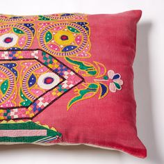 khushi vintage cushion Vintage Cushions, Little People, Soda, Printing On Fabric, Throw Pillows, Stitch, Blanket, Crochet, Prints