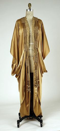 This is beauty personified.  French silk evening wrap, 1913-14, Art Nouveau style by Janny Dangerous