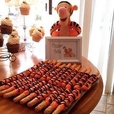 Tigger Tails - Winnie the Pooh Jungle Party Ideas with chocolate covered pretzels - Baby's Birthday - Baby shower ideas Baby Shower Snacks, Baby Shower Drinks, Boy Baby Shower Themes, Baby Shower Cookies, Baby Shower Fun, Baby Shower Gender Reveal, Shower Party, Winnie The Pooh Themes, Winne The Pooh