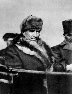 30 Evidence that AtatÞrk is one of the most charismatic and stylish . - 30 Evidence that AtatÞrk is one of the most charismatic and stylish men in the world - Republic Of Turkey, The Republic, Turkish Army, Great Leaders, European History, Ottoman Empire, History Books, Stylish Men, Historical Photos