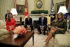 """Trump: """"Con Macri somos amigos desde hace muchos, muchos años""""  El presidente estadounidense lo dijo a modo de saludo cuando el argentino ingresó a la Casa Blanca con Juliana Awada. (Reuters)"""