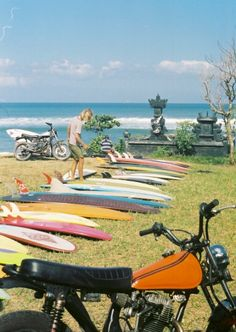 love the surf boards, beach, waves and most of all the motorcycles! Surf Vintage, Vintage Surfing, Surf Mode, Voyager C'est Vivre, Bikini Rouge, Flower Power, San Francisco, Hawaii, Ex Machina