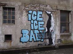 34 graffitis 34 vérités 34 coups de poing  hommage au street art engagé celui qui fait mouche   Page 3 de 4