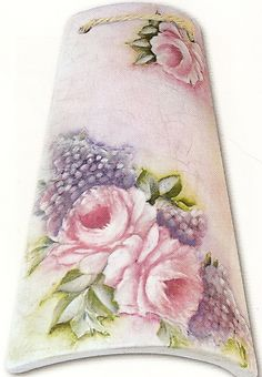 roses and hydrangeas China Painting, Tole Painting, Fabric Painting, Painting On Wood, Handmade Crafts, Diy And Crafts, Little Presents, Decoupage Vintage, Silk Art