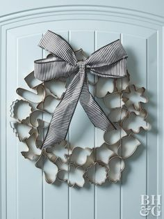 Cookie cutters go way beyond the kitchen in this holiday wreath. An inexpensive set is transformed into a chic Christmas wreath with a quick coat of copper paint and an oversize bow. This easy holiday Holiday Wreaths, Holiday Crafts, Holiday Fun, Christmas Decorations, Holiday Decorating, Diy Door Wreaths Christmas, Decorating Ideas, Decor Ideas, Door Decorating