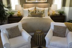 Richly decorated cozy master bedroom design idea.  Check out 54 more richly decorated bedroom design ideas at