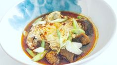 Videorecept: Španielská cesnačka SOPA DE AJO Chorizo, Thai Red Curry, Ethnic Recipes, Food, Garlic Soup, Essen, Meals, Yemek, Eten