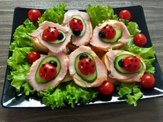 Przyjęcie dla dzieci! Pomysły na smaczne i kolorowe dania oraz przekąski :) - Blog z apetytem Marshmallow Cookies, Creative Food Art, Chocolate Cupcakes, Caprese Salad, Avocado Toast, Kids Meals, Delicious Desserts, Sushi, Good Food
