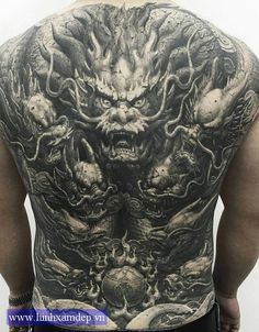 The tattoo artist Heng Yue, the authors style traditional black and white oriental style. - New Tattoo Models Backpiece Tattoo, Tattoo Henna, Tattoo On, Body Art Tattoos, Full Tattoo, Full Back Tattoos, Asian Tattoos, Black Tattoos, Tattoo Magazin