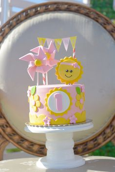 Sabby's You are My Sunshine Themed Party – Birthday Sabby's You are My Sunshine Themed Party – Cake Sunshine Birthday Cakes, Sunshine Cake, 1st Birthday Cakes, Girl Birthday Themes, First Birthday Parties, Birthday Ideas, Geek Birthday, My Sunshine, Birthday Gifts