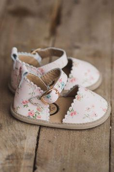 Little Love Bug Company Baby and Toddler Moccasins with Non .- Little Love Bug Company Baby and Toddler Moccasins with Non Slip Soles Little girl shoes - Little Girl Shoes, Cute Baby Shoes, Cute Baby Clothes, Girls Shoes, Little Girls, Baby Girl Fashion, Toddler Fashion, Kids Fashion, Baby Fashion Clothes
