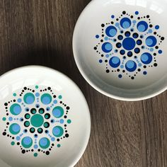 Dot Art Painting, Mandala Painting, Ceramic Painting, Pottery Painting Designs, Paint Designs, Mandala Dots, Mandala Design, Stippling Art, Mandala Painted Rocks
