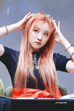 dedicated to female kpop idols. Kpop Girl Groups, Korean Girl Groups, Kpop Girls, Kpop Wallpaper, Birthday Name, Fandoms, Extended Play, Cube Entertainment, Soyeon