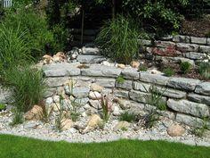 Ideal In Trockenmauer integriertes Rieselbeet mit Gr serbepflanzung