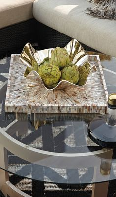 Our Starburst Shell tray features pearlescent shimmer, structured into a starburst design. | Porta Forma