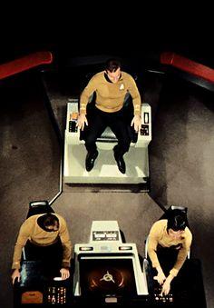 View from above of the enterprise - Star Trek Star Wars, Star Trek Tos, Uss Enterprise Ncc 1701, United Federation Of Planets, Star Trek 1966, Star Trek Images, Star Trek Original Series, Star Trek Universe, Star Trek Ships