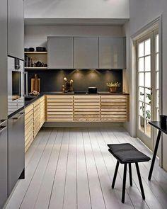 Classic køkken by uno form i Ash og Stone grey Loft Kitchen, Kitchen Tops, Kitchen Cabinets, Diy Kitchen Decor, Kitchen Design, Home Decor, Kitchen Interior, Interior Design Living Room, Küchen In U Form