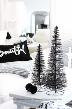 HOUSE of IDEAS Xmas tree black Christmas decorating #Winter #Style #WinterBeauty  www.facebook.com/EssencetoSuccess