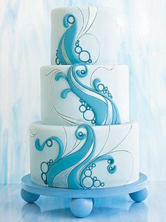 Perfect for a beach wedding or other waterfront wedding. This 3-tier, round wedding dake features blue waves and bubbles. Couldn't you picture this at an ocean view or lake view wedding?