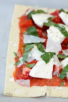 This Tomato Basil Mozzarella Puff Pastry Tart recipe is an easy, Summer-y and savory meal to make. No pizza dough making required! Tomato Tart Puff Pastry, Puff Pastry Pizza, Puff Pastry Recipes, Tart Recipes, Cooking Recipes, Puff Pastries, Fresh Mozzarella Pizza, Tomato Mozzarella, Tomato Basil
