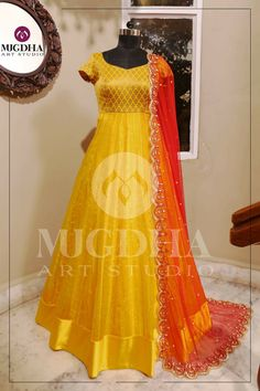 Get along an occasion look utilizing a lovely shrug and get a glamorous gown. Long Gown Dress, Lehnga Dress, Lace Dress, Anarkali Lehenga, Long Gowns, Anarkali Suits, Shrug For Dresses, Indian Gowns Dresses, Pakistani Dresses