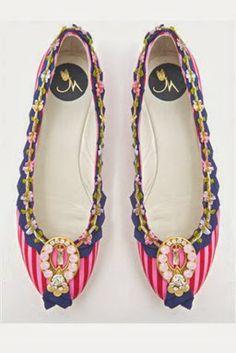 Monica Garcia, diseñadora española. Zapatos a medida fabricados en España.