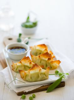 baked sweet pea pot stickers w ginger soy dip - meatless version but I'm willing to try these because I love peas. Vegetarian Potstickers Recipe, Vegetarian Recipes, Healthy Recipes, Dumpling Recipe, Appetizer Recipes, Appetizers, Asian Recipes, Asian Foods, Baking Recipes