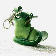 Porte-clé porte clé en cuir chaussure verte par secondstudio