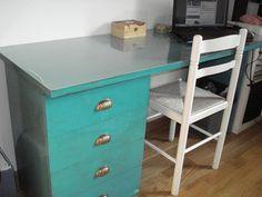 Mi mesa de estudio necesitaba un cambio de loock. Esta vez en azul.