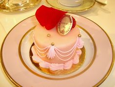 www.weddbook.com ♥ mini  wedding cake like a queen