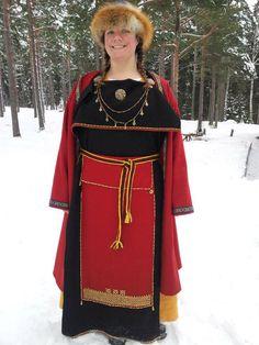 century Finnish ensemble by Siobhan Viking Garb, Viking Reenactment, Viking Dress, Viking Clothing, Historical Clothing, Iron Age, Viking Woman, Female Viking, Norse Vikings
