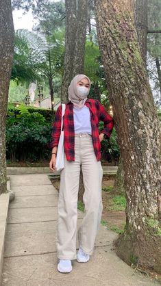 Modern Hijab Fashion, Street Hijab Fashion, Hijab Fashion Inspiration, Muslim Fashion, Look Fashion, Casual Hijab Outfit, Casual Outfits, Ootd Hijab, Hijab Style