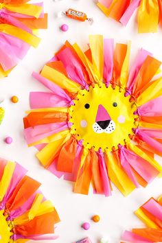 Lion Favor Pouch - There are so many occasions that could use a little handmade lion. I can imagine making them for a circus, safari, or jungle party - Handmade Charlotte School Art Projects, Craft Projects For Kids, Diy For Kids, Arts And Crafts, Paper Crafts, Diy Crafts, Lion Craft, Fun Cupcakes, Summer Cupcakes