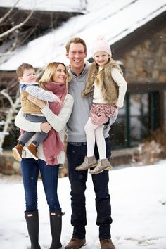 Thanksgiving Weekend Family Photo Colors, Fall Family Photo Outfits, Winter Outfits, Christmas Outfits, Weekender, Winter Family Pictures, Family Pics, Family Posing, Winter Family Photography