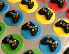 12 Fondant game control cupcake toppers by SweetCakeArts on Etsy Fondant Toppers, Cupcake Toppers, Bolo Xbox, Video Game Party, Video Games, Cupcakes For Boys, Birthday Parties, Birthday Cake, Boy Birthday