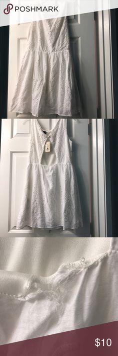 Forever 21 Dress Great spring/summer time dress! Small hole on the back, so I did lower the price. Should be easy to sew up(picture 3). Perfect dress for summer concerts or just casual events out! Make me an offer! (: Forever 21 Dresses Mini